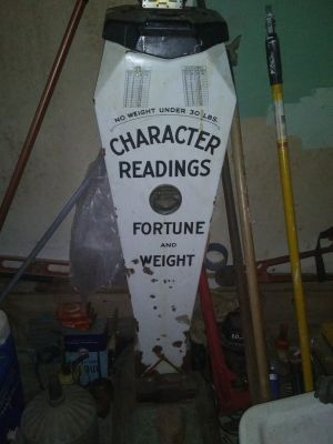 Old weight and fortune machine