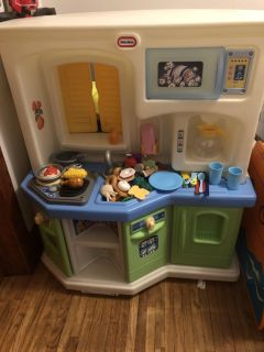 Little tikes kitchen with pieces