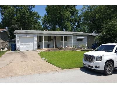 3 Bed 1.5 Bath Preforeclosure Property in Hazelwood, MO 63042 - Holiday Ave
