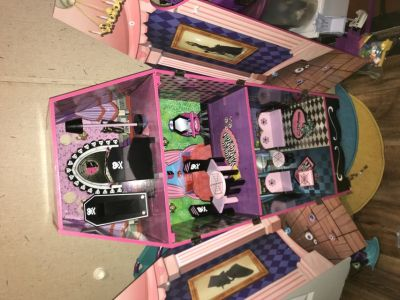 Monster high house, can be used as Barbie house too!