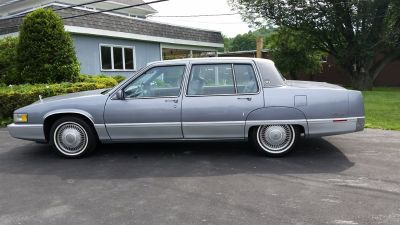 1990 Cadillac Fleetwood Base (Silver)