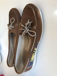 Women s 9.5 Sperry shoes