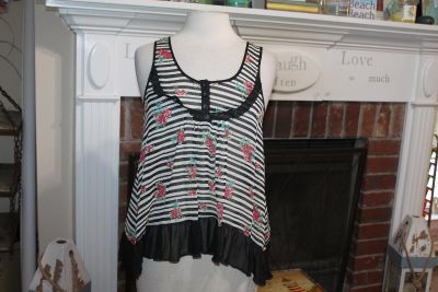 $7 NEW NWT Living doll tank top, small