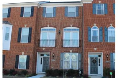 Like new town home in Loundoun Valley for rent. 2 Car Garage!