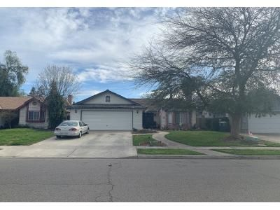 3 Bed 2 Bath Preforeclosure Property in Visalia, CA 93292 - E Buena Vista Ave