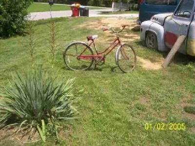 $50 old schwinn bike it has Original paint $50.00 1-[phone removed]