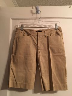 NEW w/ Tag Mossimo Sz 4 Khaki Color Stretch Shorts ( See Other Photos)