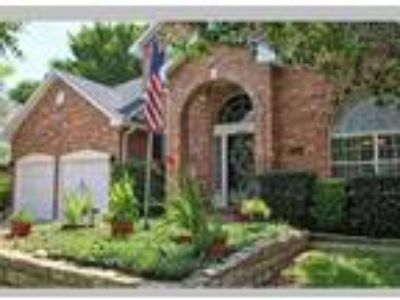 Five BR, sparkling pool, much more, Bedford, TX