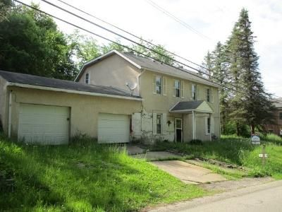 4 Bed 1 Bath Foreclosure Property in Cecil, PA 15321 - Mawhinney Rd