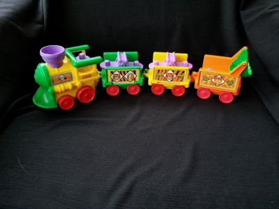 Little people safari train. Does not include figures, but does have additional cart.
