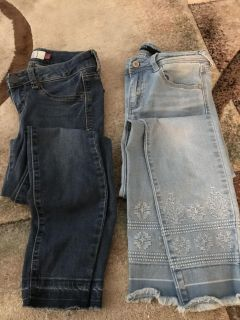 Great condition jeans from kohls and Francesca s. Size 1 and 26(2)