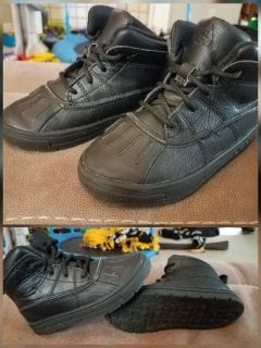 Childrens Nike AGC Woodside boots size 10c