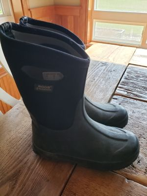 Boys Bogs muck boots, size 5