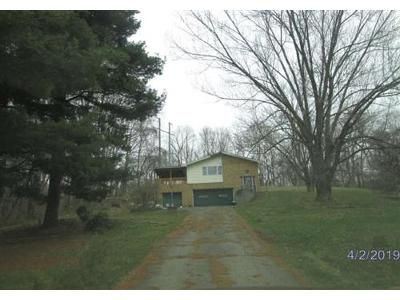3 Bed 2 Bath Foreclosure Property in Lancaster, OH 43130 - Boving Rd SW