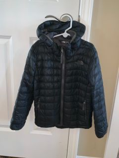 Boys hooded north face thermoball size xs (6)