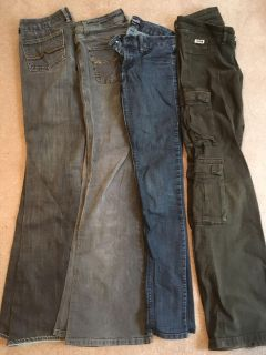 4 pairs of jeans fits Sz 26/3