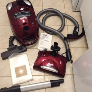 N E W SHARK vacuum cleaner used 1 month moved now no carpet 70.00