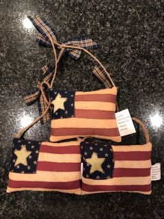 Set of 3 hanging flags