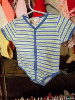0-3 months. Lots of other boys clothes available