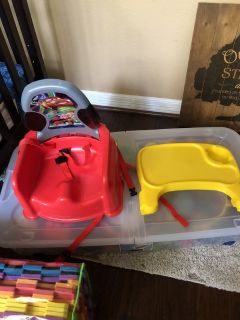 Cars booster seat with tray and safety straps
