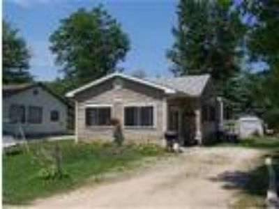 Timeaway Cottage Has View of Lake Huron-Sleeps 7 - Cottage