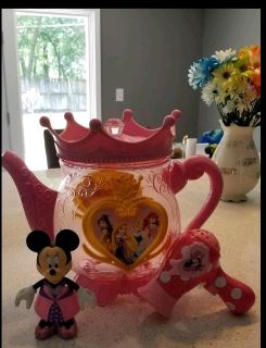 Large plastic pot really good to hold small toys, Minnie wit removable shoes and pretend Toy Minnie hair dryer