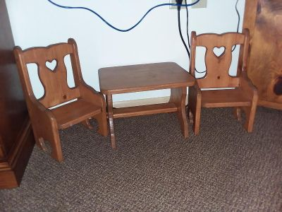 Lil table and 2 chairs