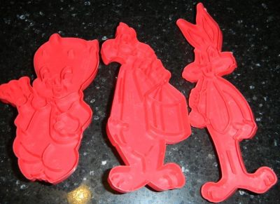 1978 Looney Tunes Bugs Bunny Porky Pig Sylvester Cookie Cutters Warner Bros. Red Plastic