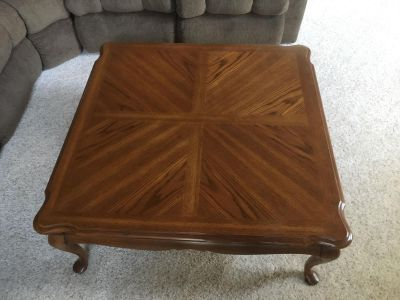 Thomasville oak coffee table and end tables, very sturdy, good condition. Pick up only.