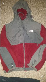 Size 7 boys north face no stains or rips flash is a little messed on pic but nothing on the coat