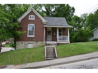 2 Bed 1.5 Bath Foreclosure Property in Jefferson City, MO 65101 - Olive St