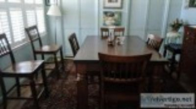 Dinning room table with chairs