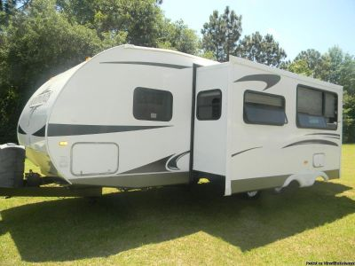 Reduced 2011 Four Winds travel trailer