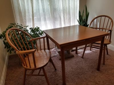 Solid oak expandable table & chairs