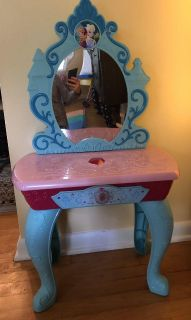 Frozen light up Vanity with musical effects