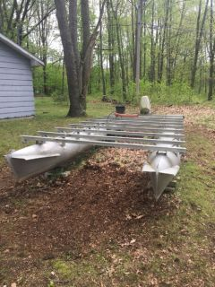 Used set of pontoons