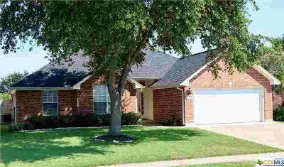 410 Stone Gate Drive VICTORIA Three BR, Well maintained home in