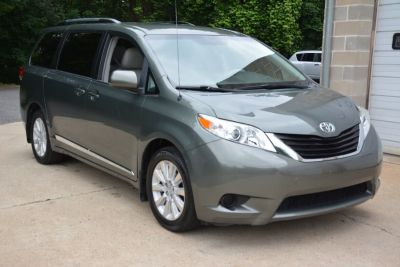 2013 Toyota Sienna LE 7-Passenger (Cypress Pearl)