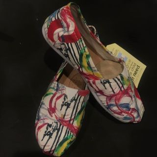 TOMS shoes size 6.5 women s brand new!