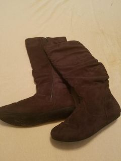 Brown suede boots size 8m