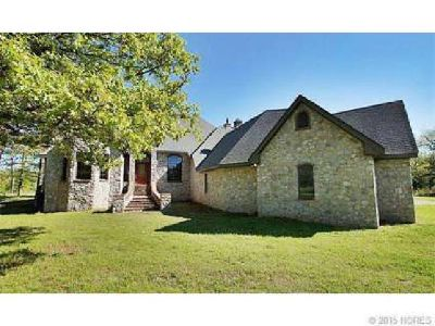 Tahlequah - Beautiful Custom Home on 20 acres w/shop