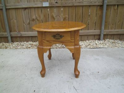 OVAL, WOOD END TABLE WITH DRAWER