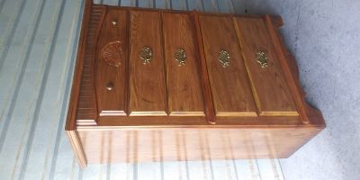 Tall boy dresser broyhill brand with 5 drawers in good working condition