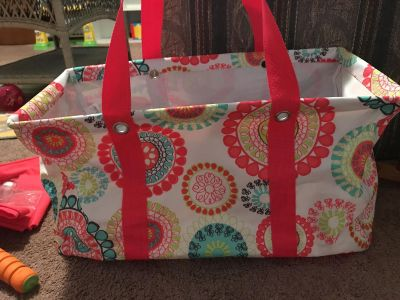 Super pretty Thirty one Large tote with lid