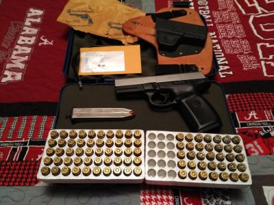 Smith & Wesson 40 cal