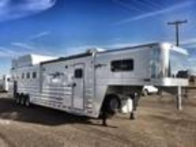2019 Platinum Coach Outlaw 5 horse 13' SW SIDE LOAD + BUNK BED!! 5 horses