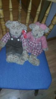 Russ brand bear couple. Like new condition. Giftable.