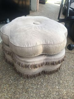 50.00 upscale ottoman in like new condition. Very expensive piece priced to sell.