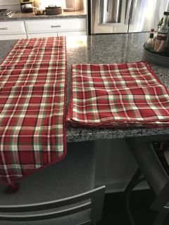 Christmas table runner and 4 placemats.