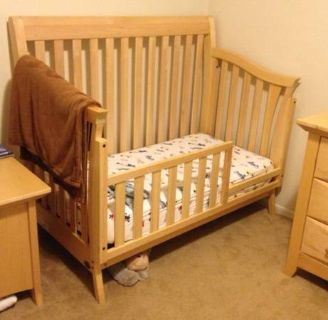 Crib convertible to toddler bed and full size bed